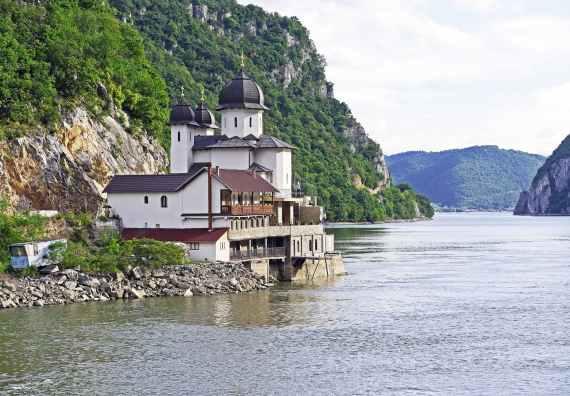 iron-gate-karparten-danube-gorge-abbey-163572.jpeg