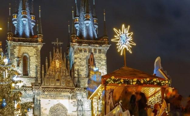 magicalchristmasmarkets_CZECHREPUBLIC_Prague_ss_446259364_hero